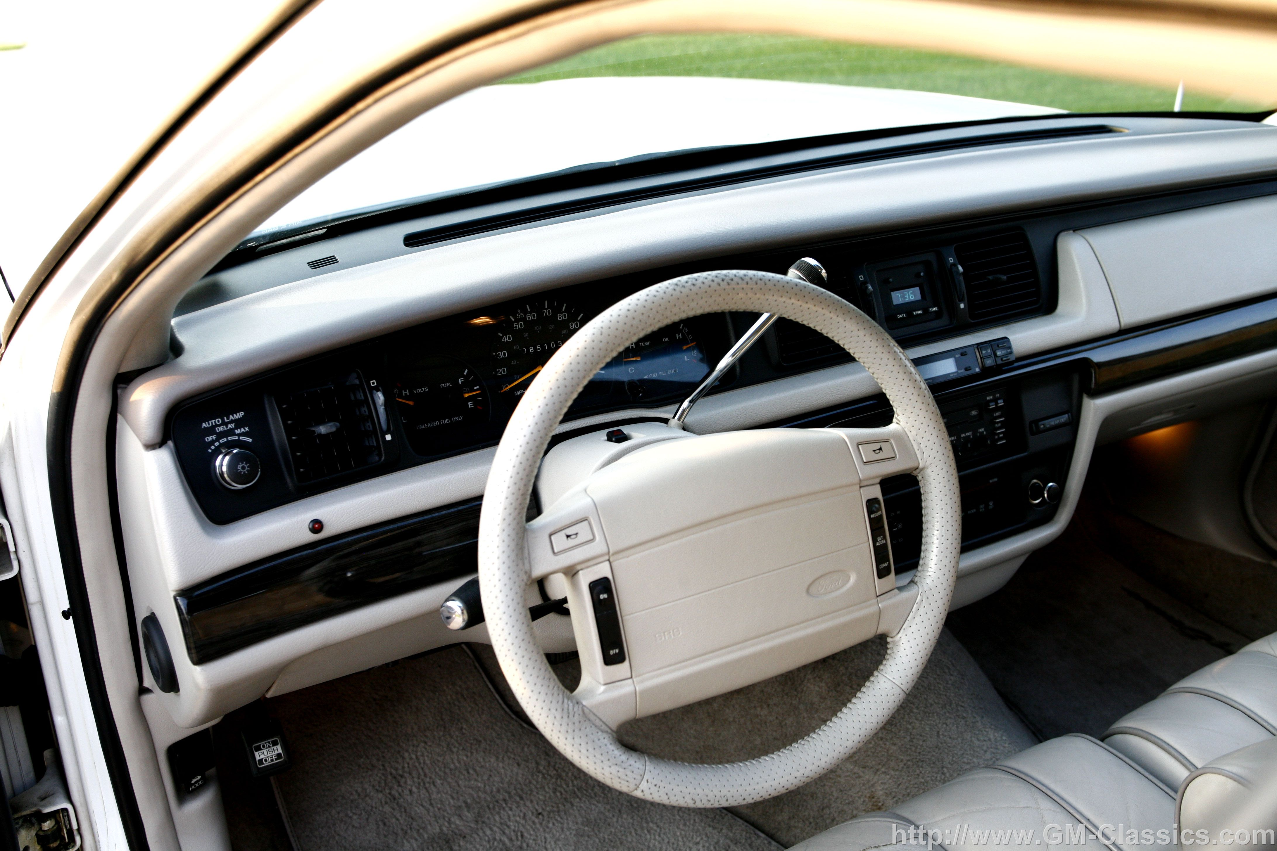 1992 Crown Victoria Touring Sedan P75